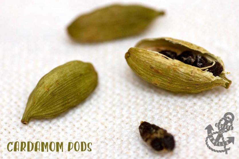 green cardamom pods and cardamom uses