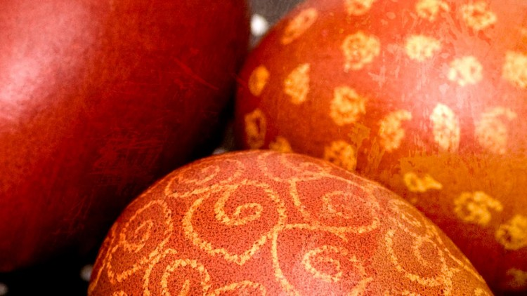 Pisanki – Traditional Polish Easter Eggs Dyed in Onion Shells