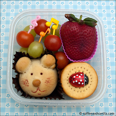 lunchbox with cute mouse bread roll