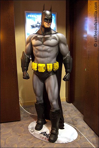 Warner Broders London Warner Bros. Batman statue