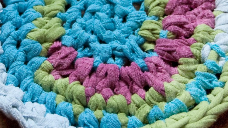 Recycled T-Shirt Crochet Rug – Spring Cleaning Idea
