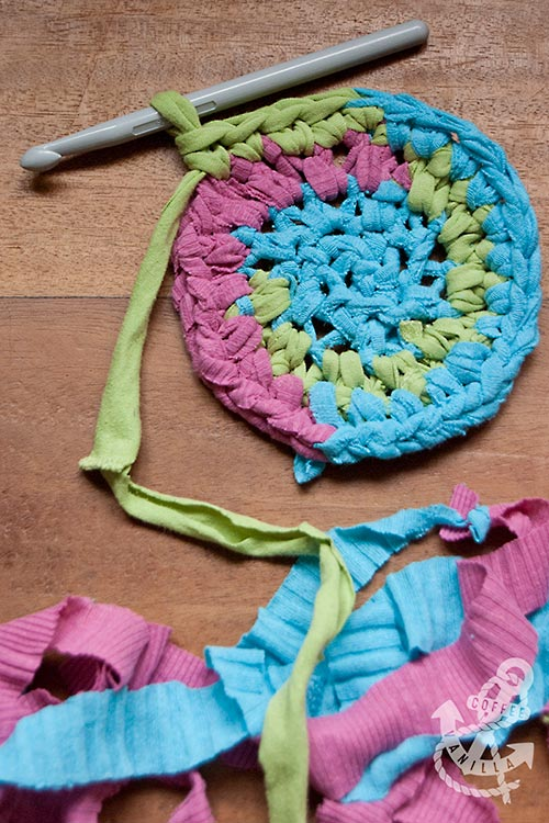 how to make carpet out of old t-shirts