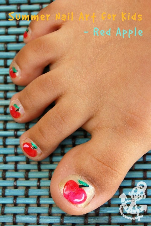kids' red apple nail-art