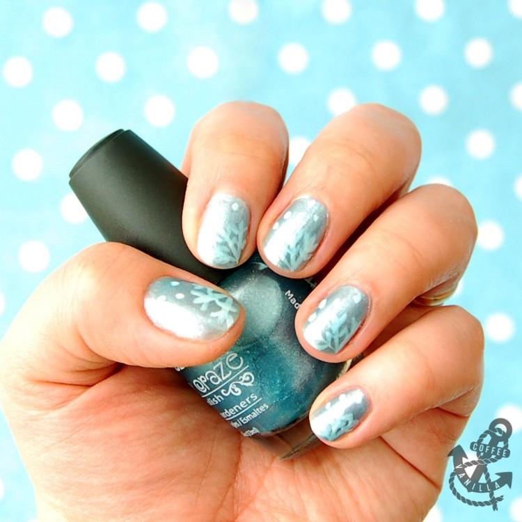 winter nails white blue snowflakes