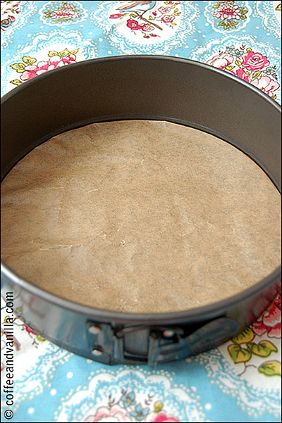 step by step tutorial how to line round baking tin base