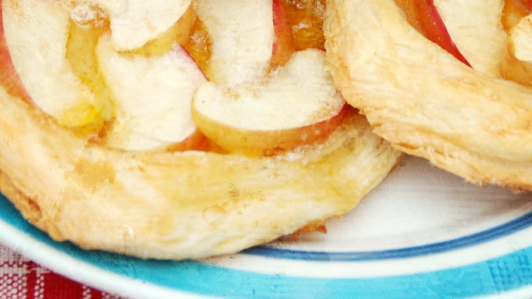 Ella's Quick Apple (& Apricot) Pies – Kids' Cooking