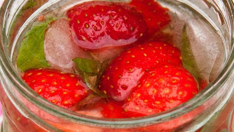 Homemade Strawberry & Mint Lemonade