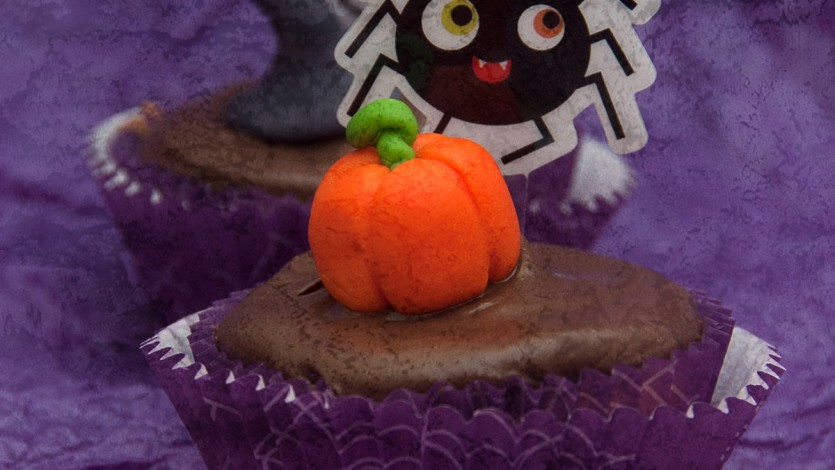 Poppy Seed Cupcakes for Halloween – Kids' Baking