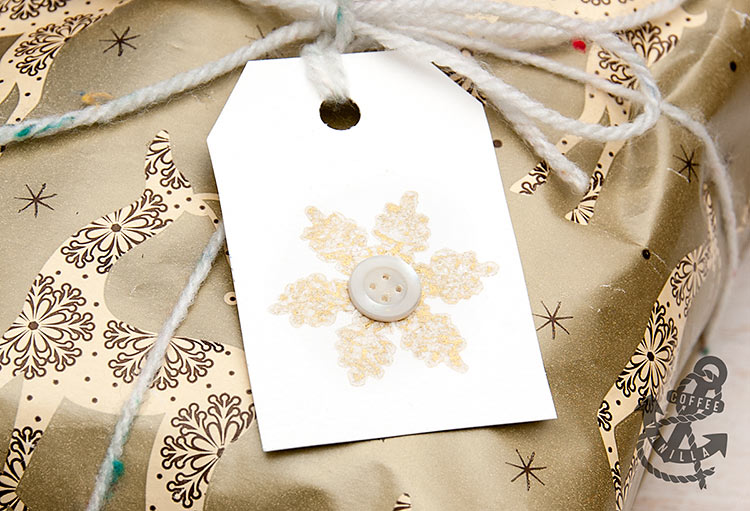 using yarn and button gift tags