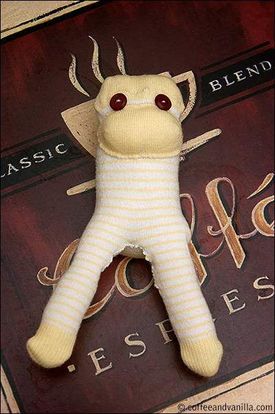 sock monkey tutorial DIY gift ideas crafts upcycling recycling