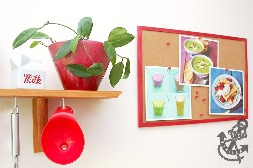 red details and gadgets for the kitchen
