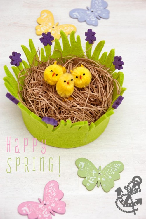 happy Easter happy spring ecard e-card chicks in the basket