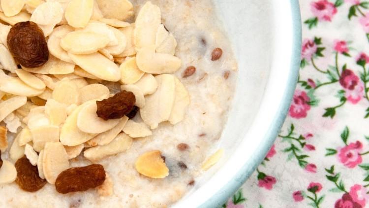 Sugar Free Almond & Sultana Breakfast Oatmeal