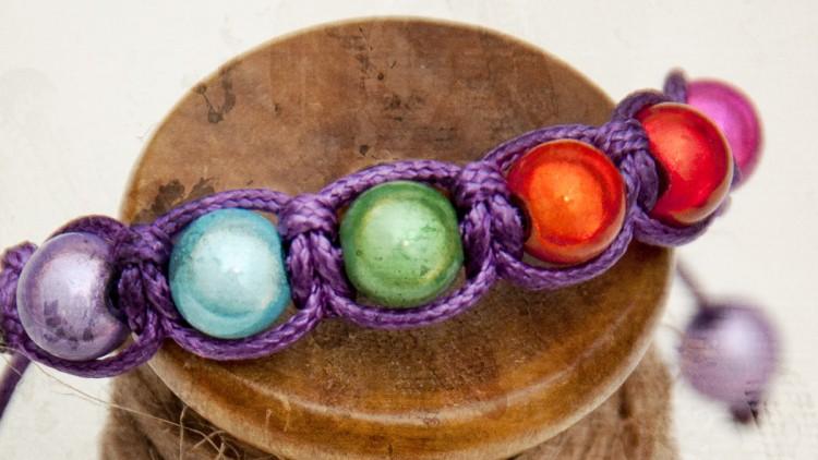 Easy Shamballa Style Macrame Bracelet with Cat's Eye Beads