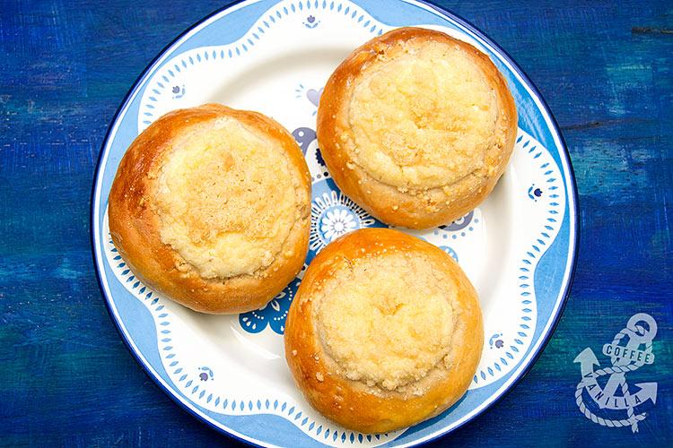sweet cheese bread rolls